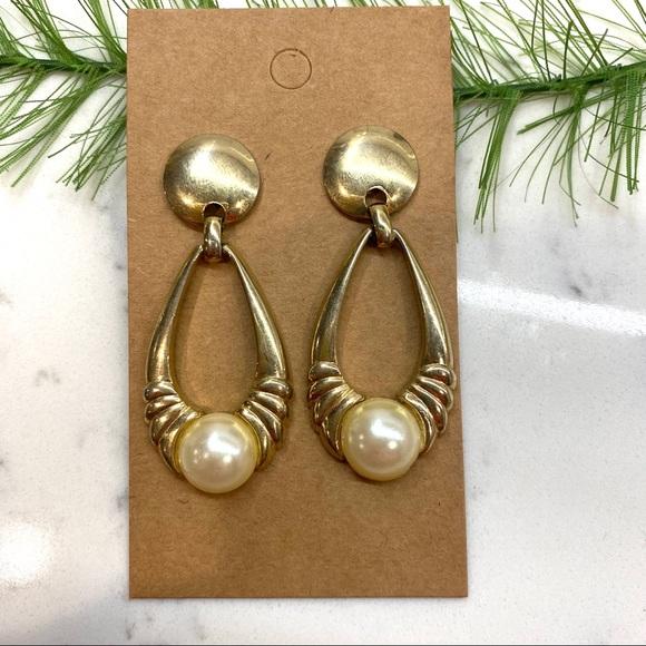 🍭4/$20 vintage faux pearl dangle earrings gold